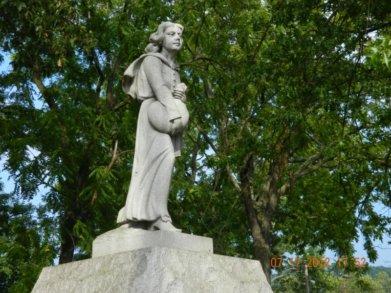 Betty Zane statue, Walnut Grove Cemetery, Martins Ferry, OH